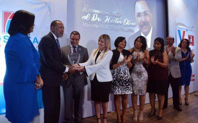 HospitalPediátrico doctor Hugo Mendoza reconoce trayectoria del doctor Héctor Otero Cruz
