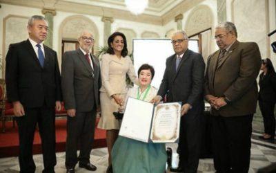 Otorgan Premio Nacional de Pediatría a Yun Zyong Kim