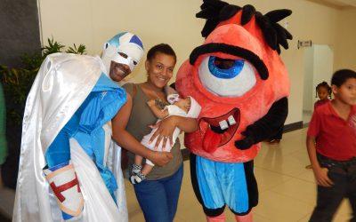 Padres y niños disfrutan de ocurrencias personajes Hospital Hugo Mendoza