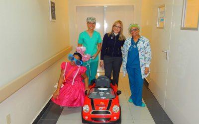 Hospital Hugo Mendoza recibe donación de carro MINI COOPER para traslado pacientes de cirugía